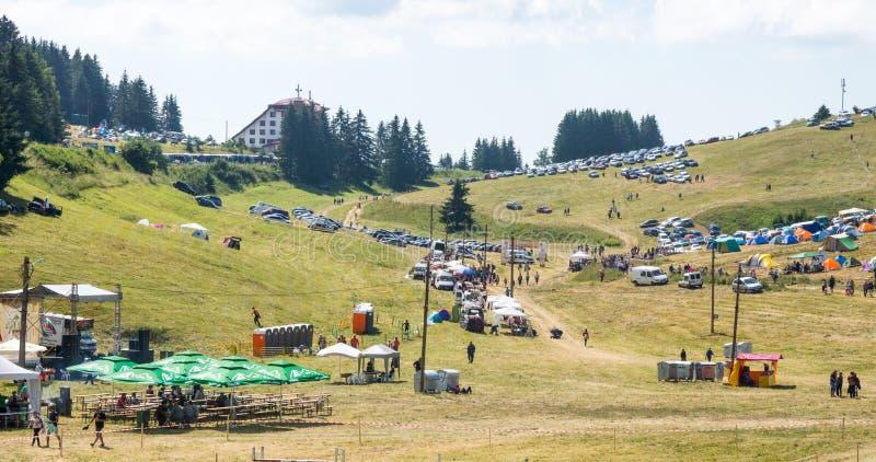 De ingang aan de festivalweide Rozhen 2015 stock foto's
