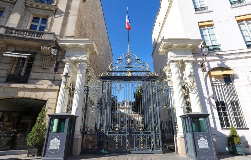 De ingang aan het Ministerie van Binnenlandse op zijn plaats Beauvau in Parijs, Frankrijk stock afbeeldingen