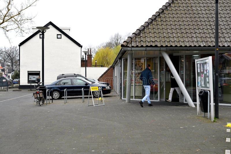 De ingang aan de opiniepeiling-post in Hengelo Overijssel 20 Maart 2019 stock foto's