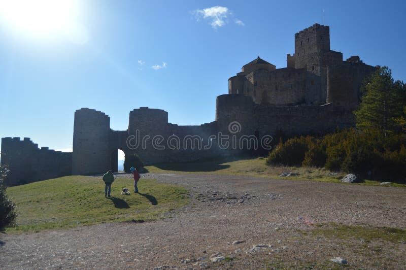 De ingang aan Roman Castle Of Loarre Dating van de 11de Eeuw werd het gebouwd door Koning Sancho III in Loarre Dorp landschappen stock afbeelding