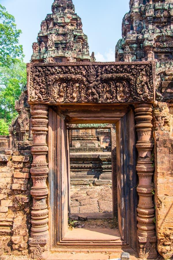 De ingang aan de steengravure is Narayana met Garuda stock foto