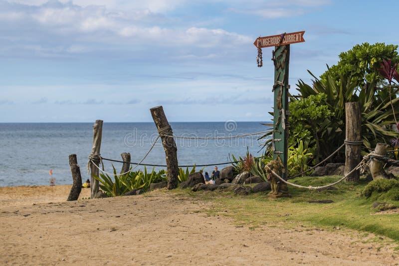 De ingang aan Waimea-Strand stock afbeelding