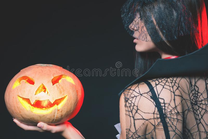 De ingang is beperkt tot nachtclub, kledingscode Halloween-partij 2017 stock afbeelding