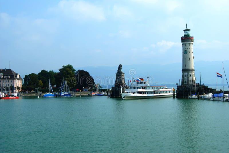 De ingang van de haven in Lindau stock fotografie