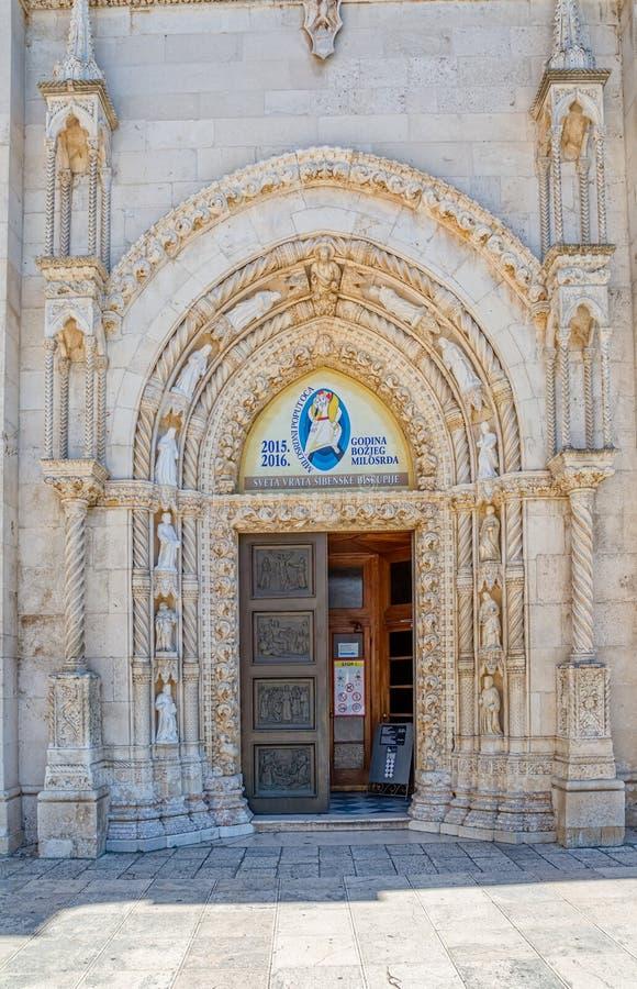 De ingang van de Sibenikkathedraal royalty-vrije stock foto's