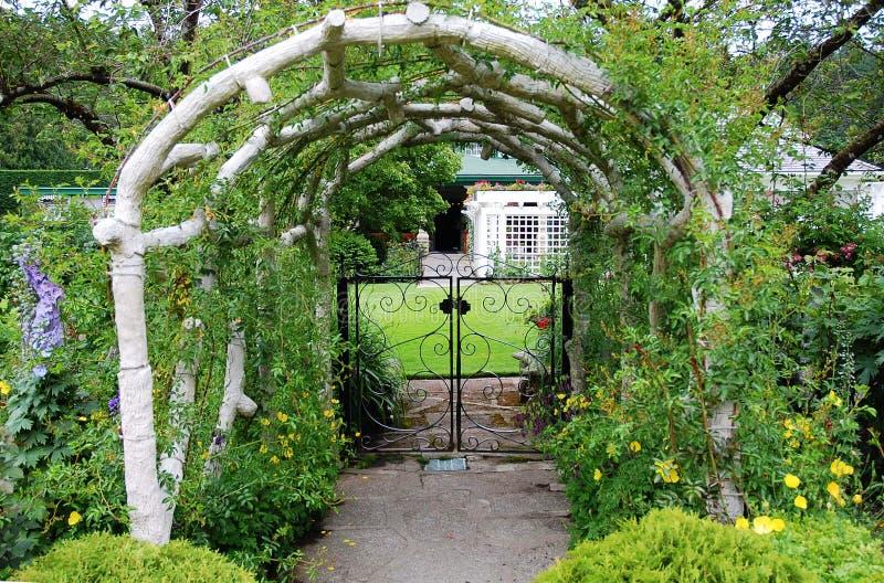 De ingang van de tuin stock afbeelding