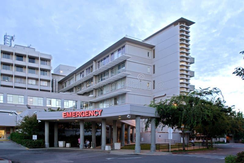 De Ingang van de Zaal van de noodsituatie bij het Ziekenhuis stock afbeeldingen