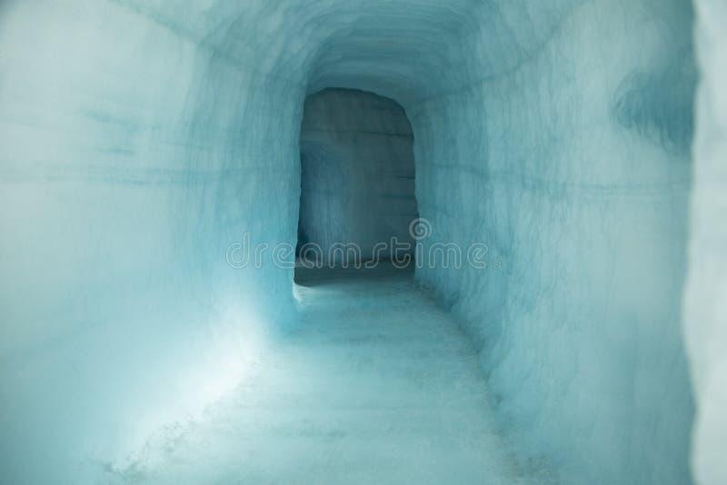 De ingang van het ijshol royalty-vrije stock afbeeldingen