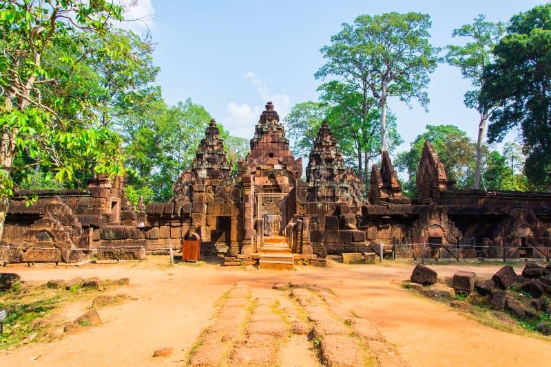 De Ingang van het Kasteel van Banteay Srei stock afbeelding