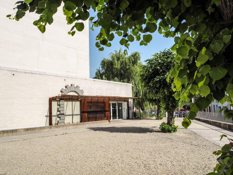 De ingang van het het Museum en Gedenkteken van Kazerne Dossin in comme royalty-vrije stock foto's