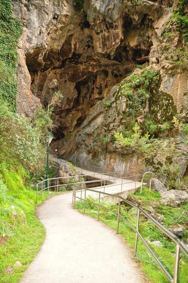 De Ingang van de Jenolan-Holen is kalksteenholen binnen de Jenolan-Karst Behoudsreserve die worden gevestigd royalty-vrije stock foto's