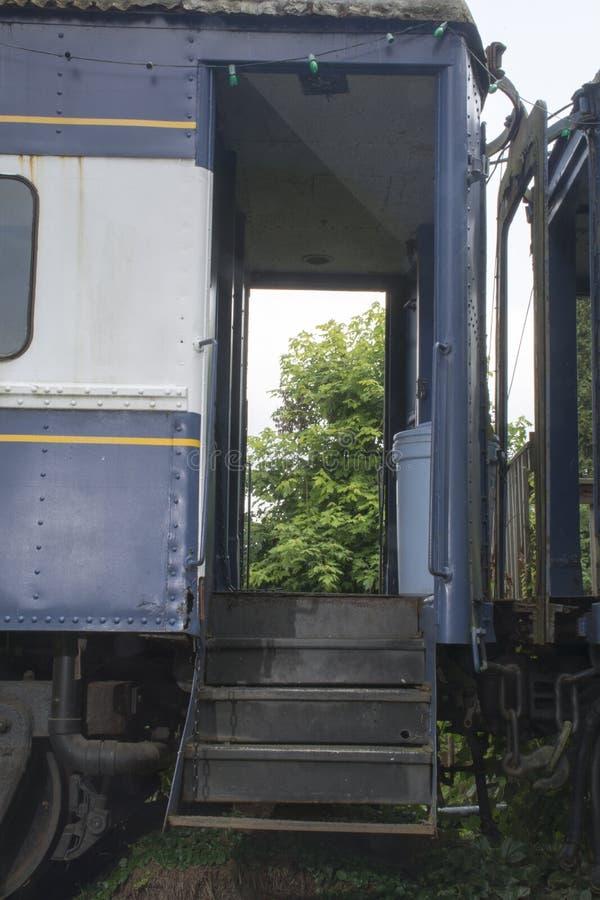 De ingang van de spoorwegauto royalty-vrije stock fotografie