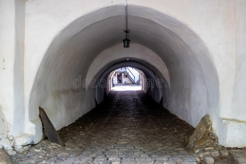 De ingangspoort aan Prejmer versterkte Kerk, een Unesco-Plaats van de Werelderfenis in Prejmer-stad, Brasov-provincie, Transsylva royalty-vrije stock foto