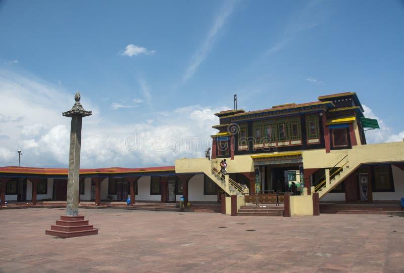 De Ingangspoort van het Rumtekklooster dichtbij Gangtok, Sikkim, India stock afbeelding