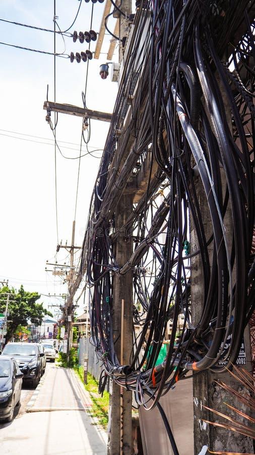 De ingewikkeldheid van de kabeldraad op straat van Samui, Thailand royalty-vrije stock foto