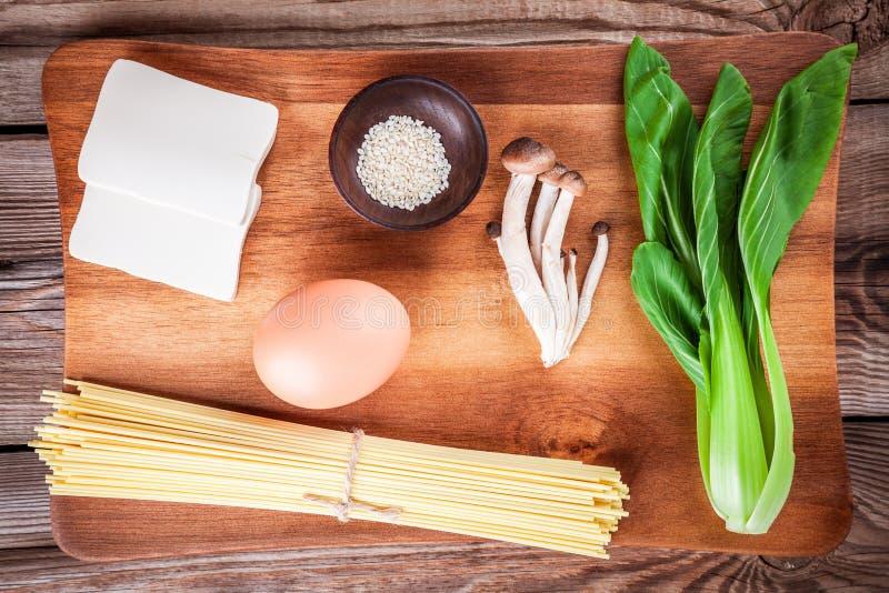 De ingrediënten voor ramen soep royalty-vrije stock afbeeldingen
