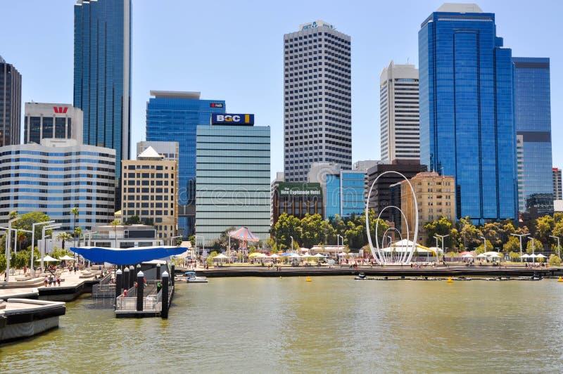 De Inham van de zwaanrivier: Elizabeth Quay in Perth stock foto