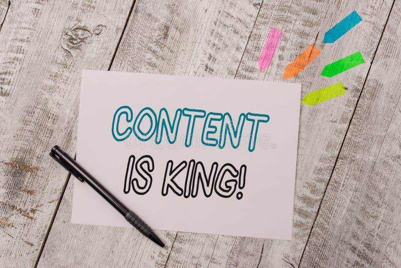 De Inhoud van de handschrifttekst is Koning Concept die op de markt brengend geconcentreerde het groeien zicht niet betaald zoekr stock foto