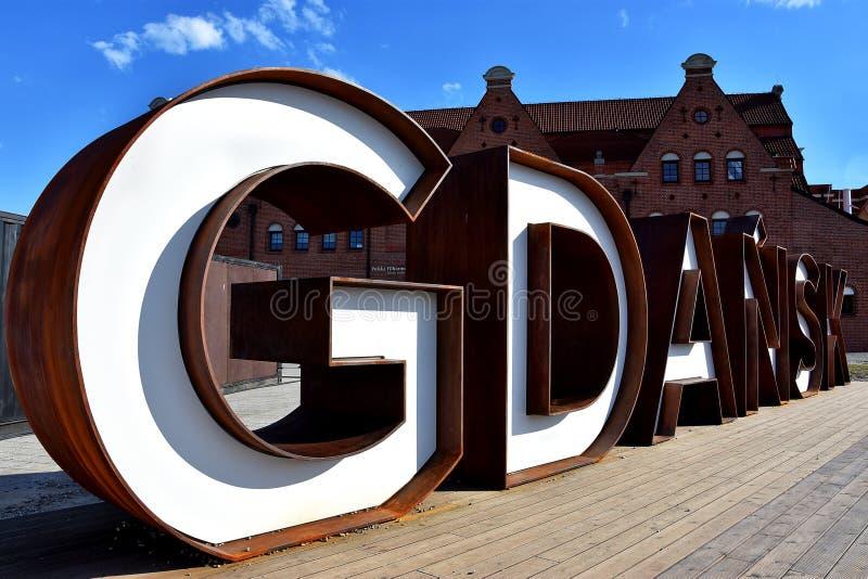 De inschrijving 'Gdansk 'in witte en rode kleuren in de Oude Stad royalty-vrije stock afbeelding