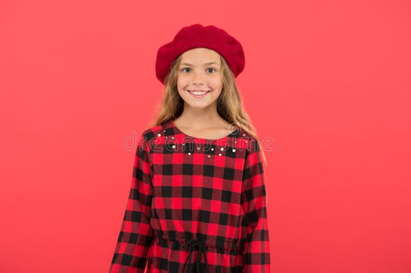 De inspiratie van de baretstijl Hoe te om baret zoals maniermeisje te dragen Modieuze barettoebehoren voor wijfje Jong geitje leu stock fotografie