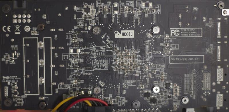 De installatie die van de Cryptocurrencymijnbouw grafische kaarten gebruiken aan mijn voor digitale cryptocurrency zoals bitcoin, stock foto