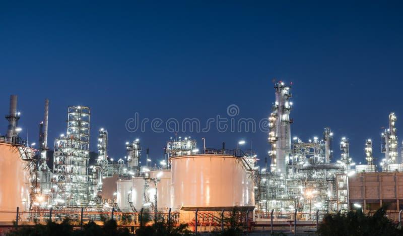 De installatie van de het gasindustrie van de olieraffinaderij van aardolie royalty-vrije stock fotografie
