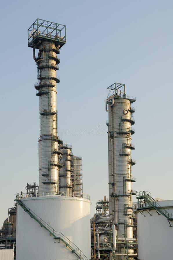De installatie van de raffinaderij stock afbeelding