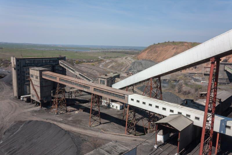 De installatie van de steenkoolvoorbereiding en de omringende meningen stock afbeelding