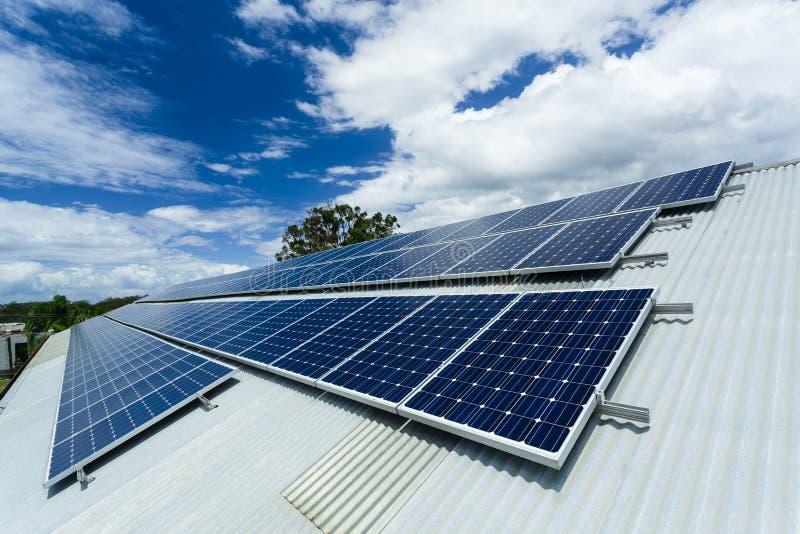 Download De Installatie Van Het Zonnepaneel Stock Afbeelding - Afbeelding bestaande uit zonne, paneel: 29511709