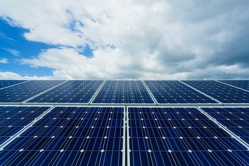 Download De Installatie Van Het Zonnepaneel Stock Foto - Afbeelding bestaande uit elektrisch, koolstof: 29511816
