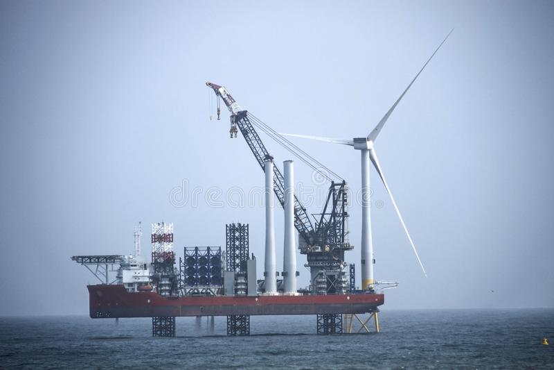 De installatie van windturbines Aberdeen, Schotland, het UK royalty-vrije stock fotografie