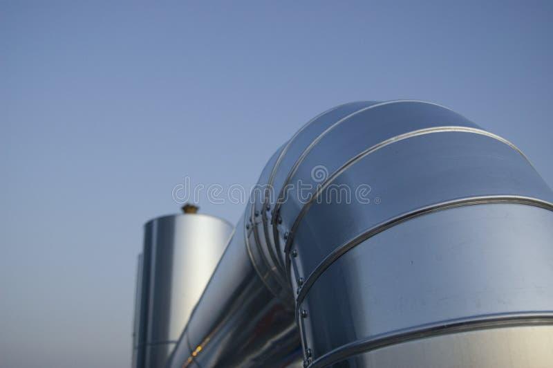 De installatiebuis van de airconditioning stock afbeeldingen