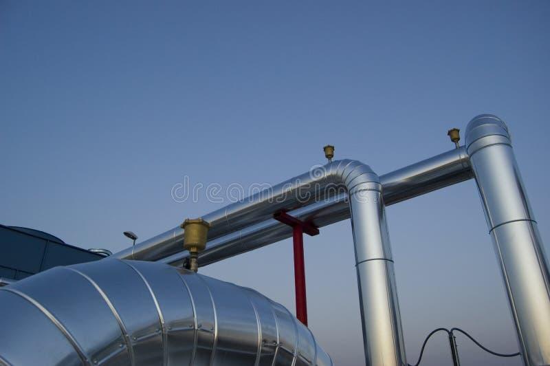 De installatiebuizen en kleppen van de airconditioning royalty-vrije stock afbeeldingen