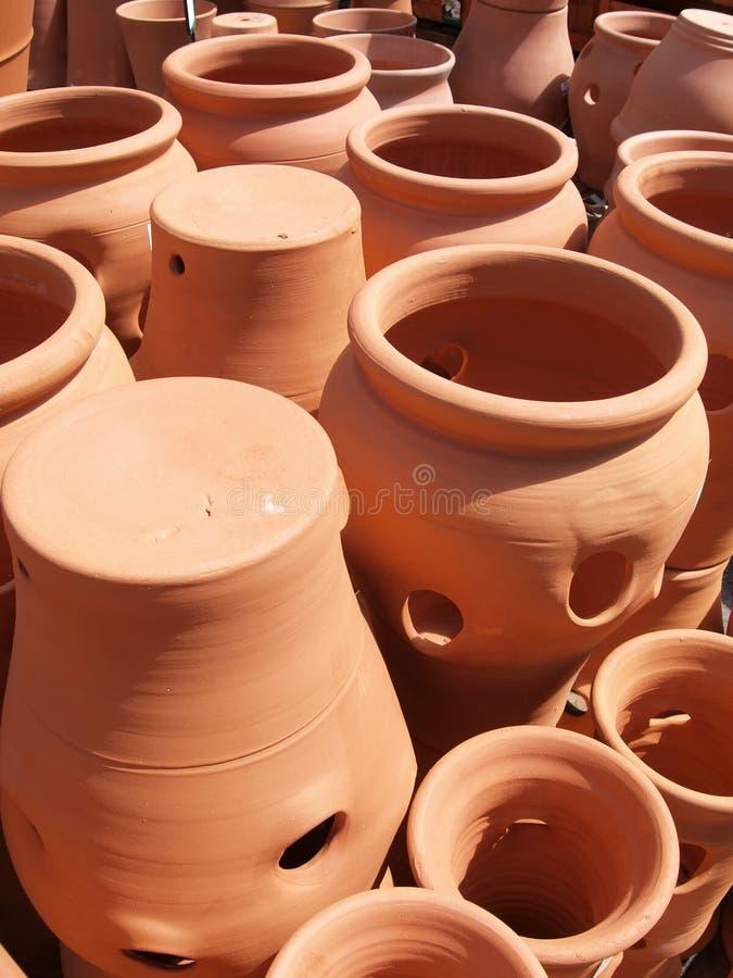 De installatiepotten van het terracotta stock foto's
