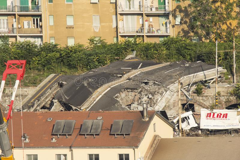 De instorting van de Morandi-Brug in Genua op 14 Augustus, 2018 royalty-vrije stock foto's
