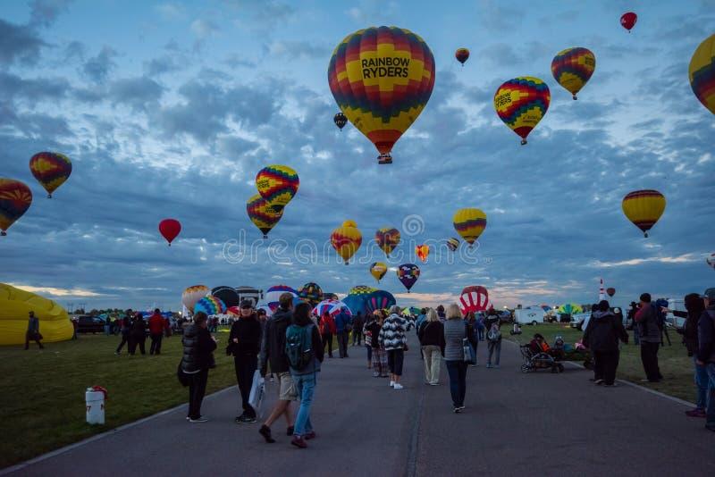 De Internationale Ballon van Albuquerque de fiesta-Middenweg stock fotografie