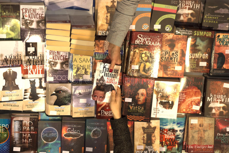 De internationale Boekenbeurs van Belgrado stock foto