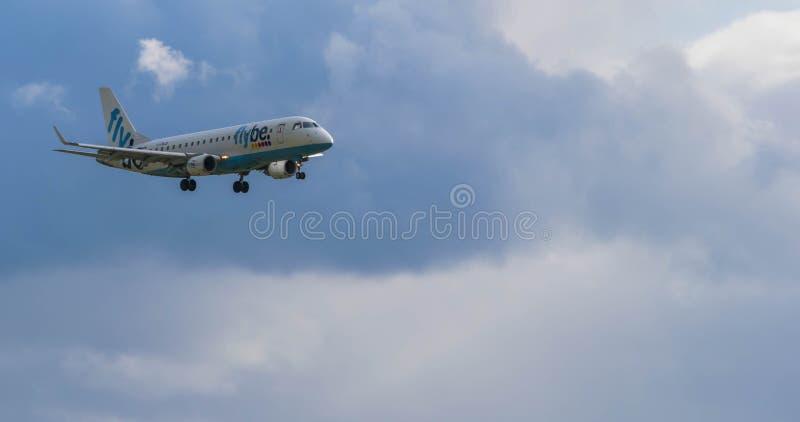 DE INTERNATIONALE LUCHTHAVEN VAN BIRMINGHAM, BIRMINGHAM, HET VERENIGD KONINKRIJK - OKTOBER 28, 2017: een Flybe-Luchtvaartlijnenvl royalty-vrije stock fotografie