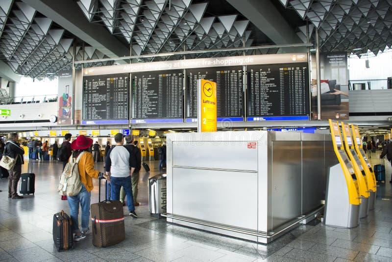 De Internationale Luchthaven van Frankfurt in Frankfurt, Duitsland stock foto