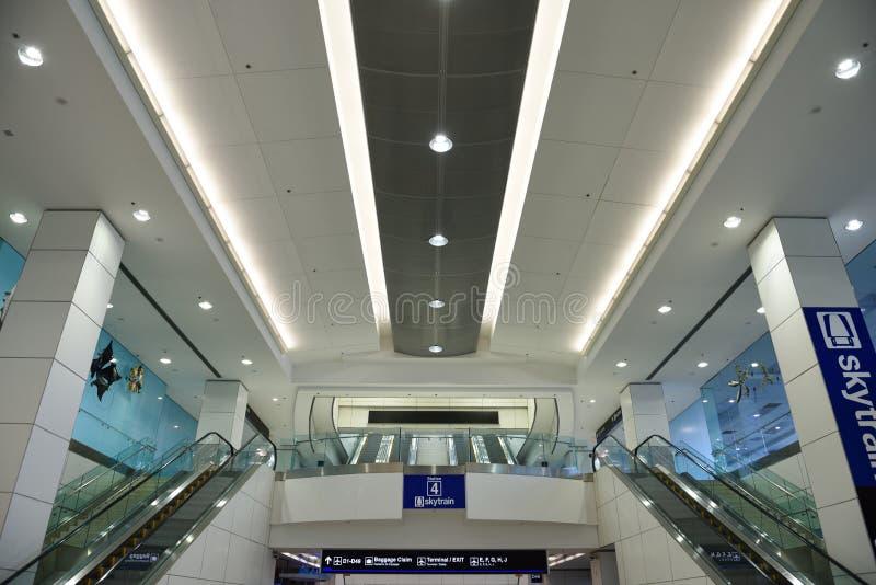 De Internationale Luchthaven van Miami, ingang aan het rollende trottoir van de hemeltrein royalty-vrije stock foto's