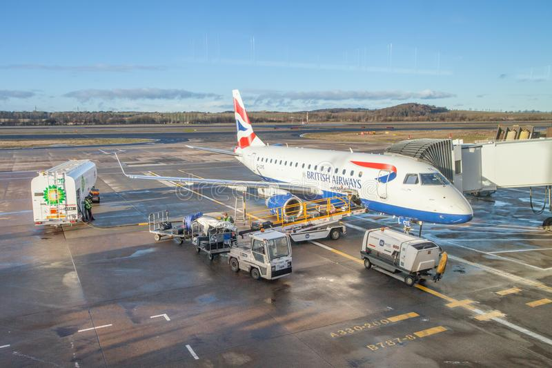 De internationale luchthaven van de stad van Edinburgh en British Airways-vliegtuig royalty-vrije stock afbeeldingen