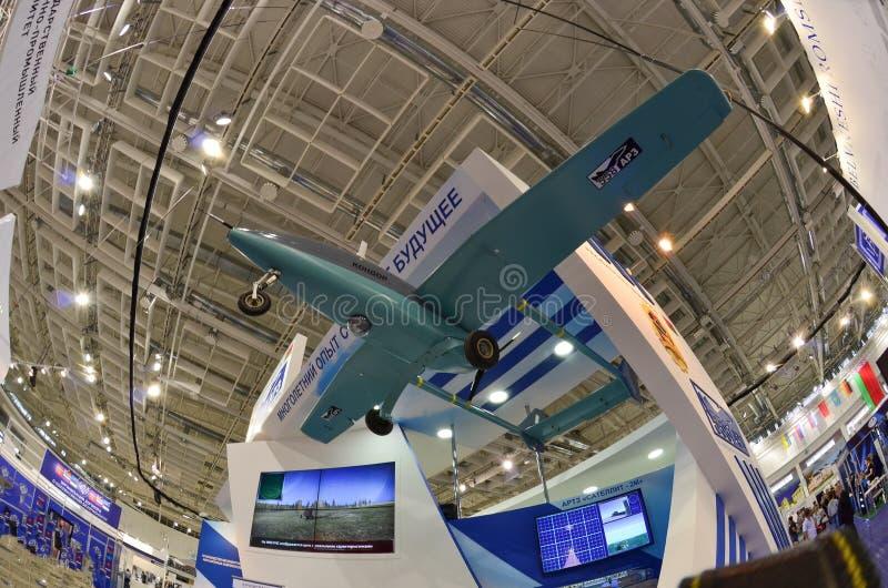 De internationale tentoonstelling van MILEX van wapens en militaire uitrusting: Onbemande vliegtuigen complexe hommel royalty-vrije stock foto's