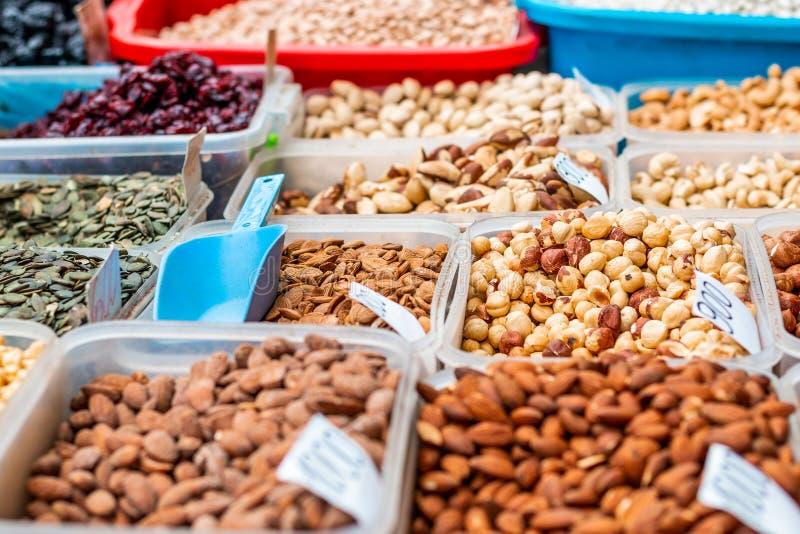 De inzameling van noten en droge vruchten stock foto