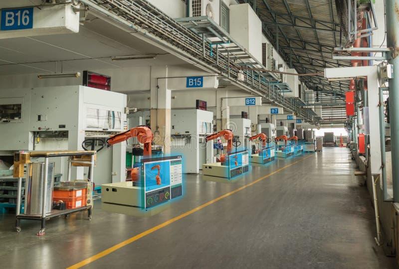 De Iot slimme industrie 4 0 Concept Tonen het automatiserings industriële robotachtige wapen in de streek van de verrichtingsmach royalty-vrije stock foto