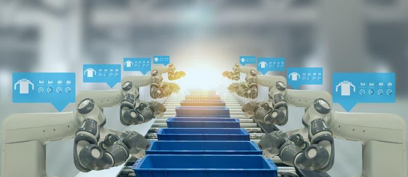 De Iotindustrie 4 0 Concept Slimme fabriek die automatiserings robotachtige wapens met vergrote gemengde virtuele werkelijkheidst stock foto