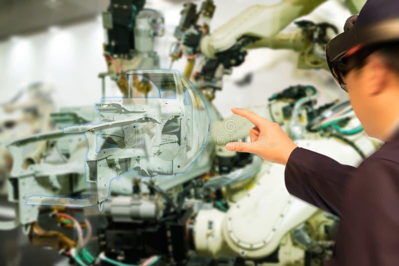 De Iotindustrie 4 industrieel concept 0, engineerblurred het gebruiken van slimme glazen met vergroot gemengd met virtuele werkel royalty-vrije stock fotografie
