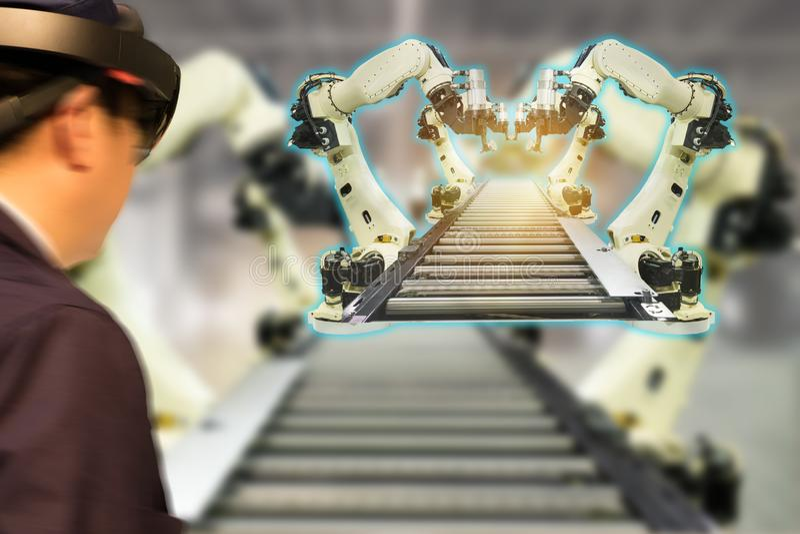 De Iotindustrie 4 industrieel concept 0, engineerblurred het gebruiken van slimme glazen met vergroot gemengd met virtuele werkel royalty-vrije stock foto's