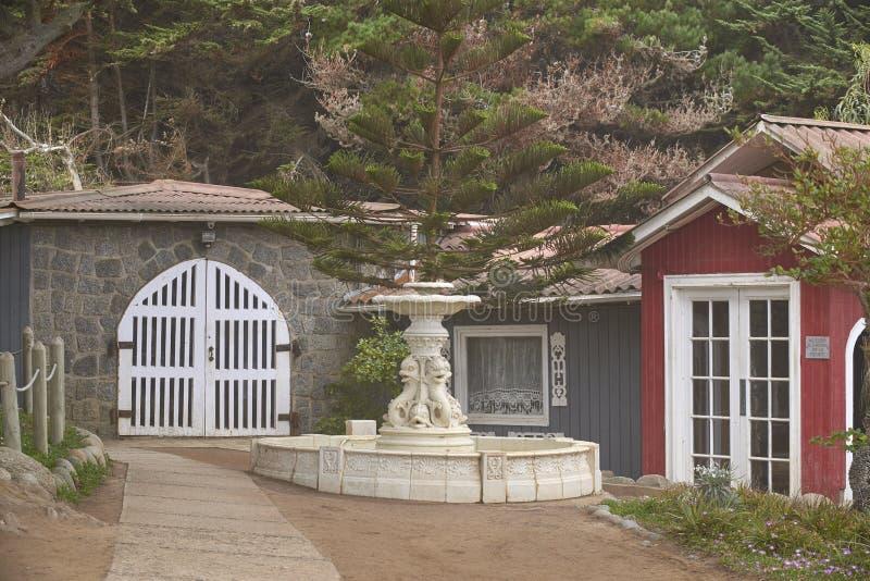 10/08/2016 de Isla Negra, o Chile Vistas e paisagens de uma das casas na costa central do poeta chileno Pablo Neruda foto de stock
