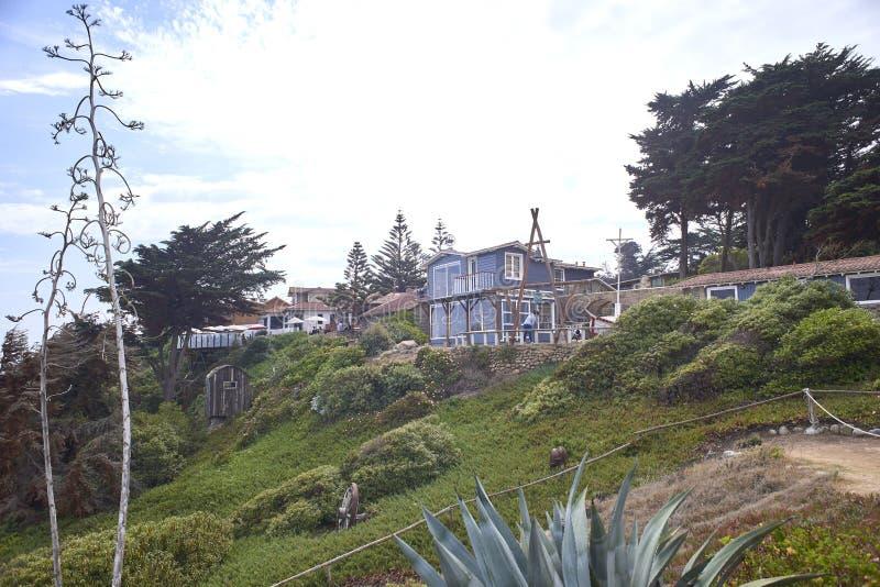 10/08/2016 de Isla Negra, o Chile Vistas e paisagens de uma das casas na costa central do poeta chileno Pablo Neruda fotografia de stock