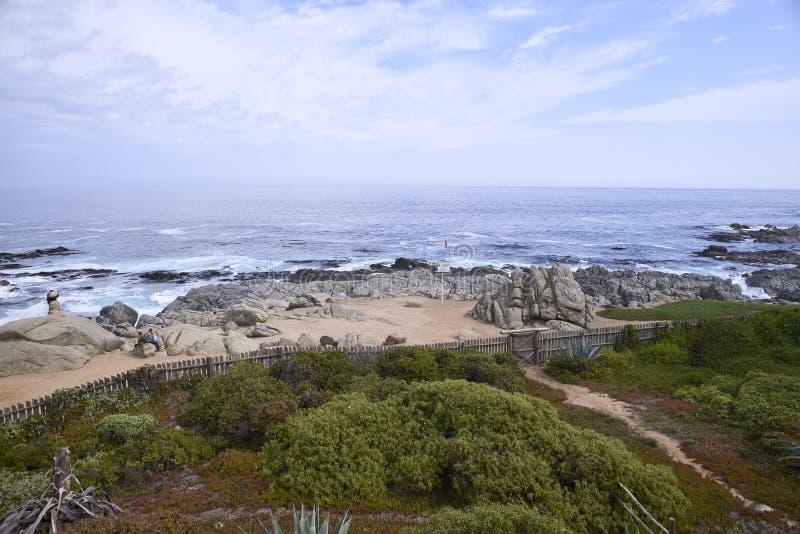 10/08/2016 de Isla Negra, o Chile Vistas e paisagens de uma das casas na costa central do poeta chileno Pablo Neruda foto de stock royalty free